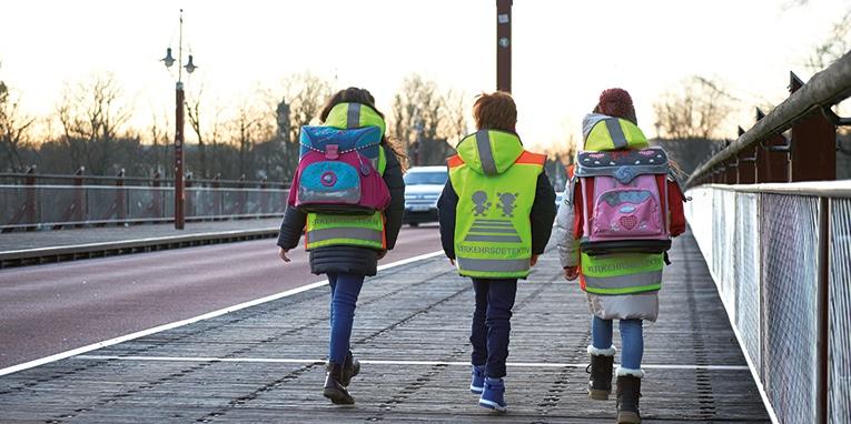 Gebrauchtwagen-hannover.de appelliert an die Autofahrer, zum Schulanfang besonders aufmerksam zu fahren.